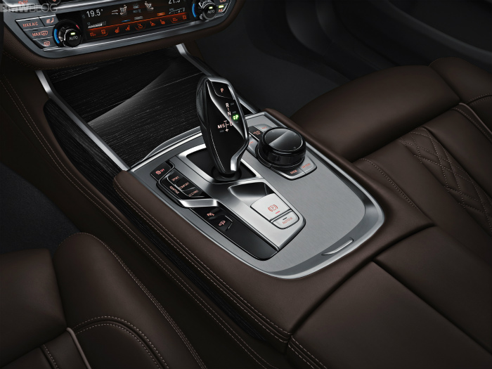 2016-bmw-7-series-interior-images-1900x1200-16