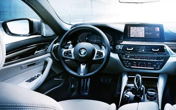 2021 BMW 5 Series LCI Interior