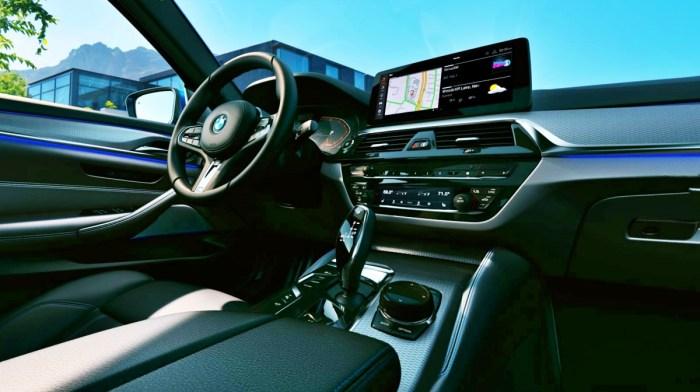 2022 BMW 530i Interior
