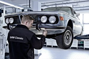 Restoration work for customers in the BMW Classic workshop.