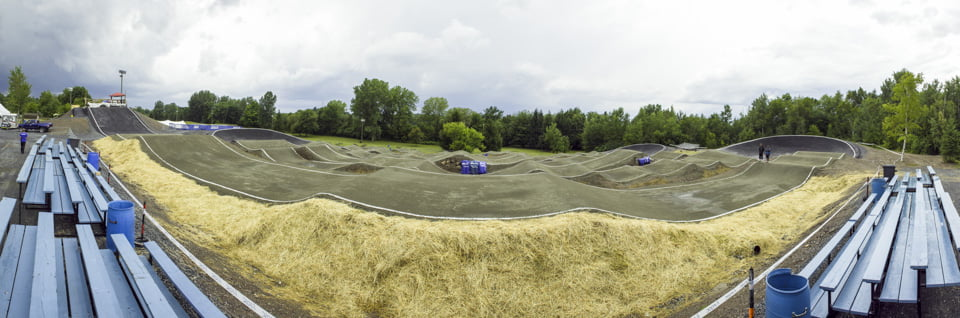 Vue de la première ligne de la piste de BMX de Drummondville dans le parc des voltigeurs