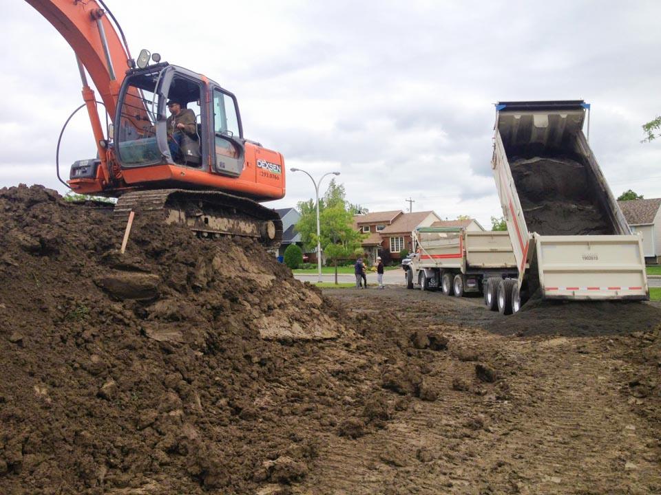 Construction et conception de la piste de BMX de calibre provincial dans le du parc Gédéon-Coursolles à Beloeil, pour l'école le tournesol.