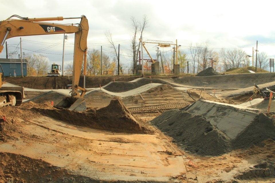 construction pis de BMX de calibre provincial dans le parc Gille Maisonneuve à Shawinigan, pour les Jeux du Québec de BMX