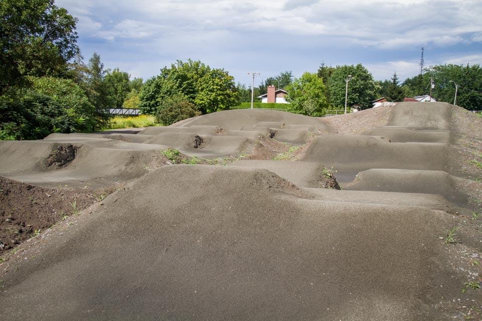 Construction, conception et aménagement de la piste de BMX aux Loisirs de St-Jean Baptiste de Rouville.
