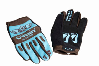 SE-x-Oakley-Factory-Pilot-Gloves