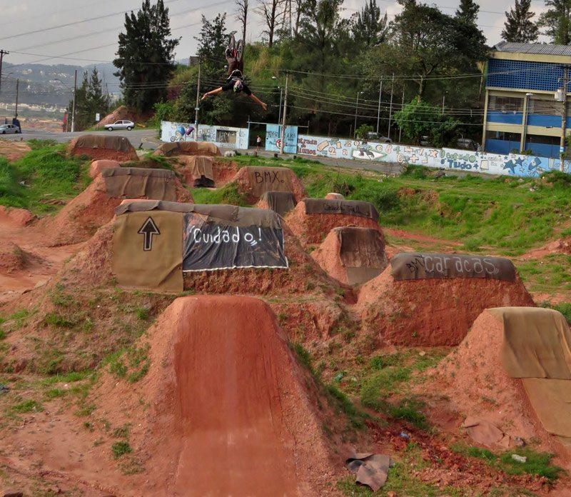 leandro-moreira-caracas-trails-bmx-backflip-no-hander