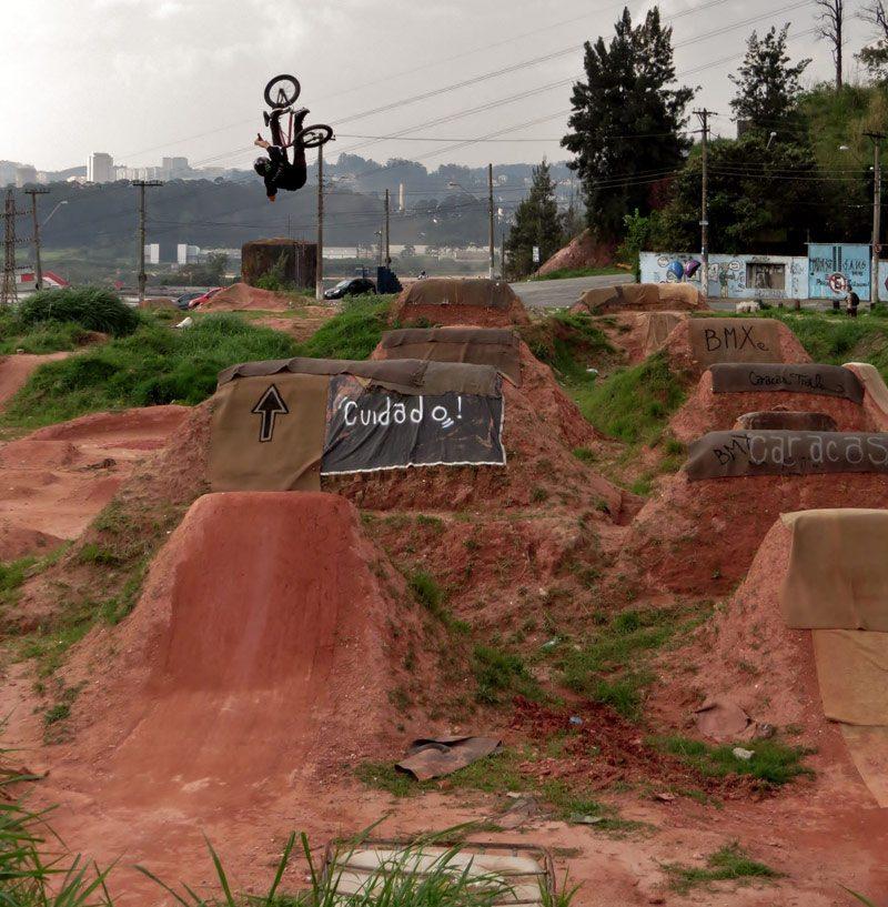 leandro-moreira-caracas-trails-bmx-backflip-turndown