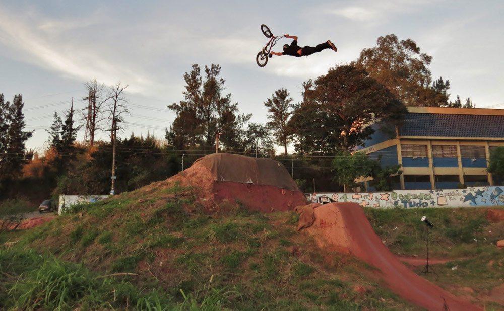leandro-moreira-caracas-trails-bmx-superman-seat-grab