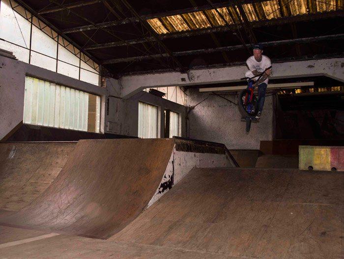 lithuania-bmx-rog-skatepark-table-barspin