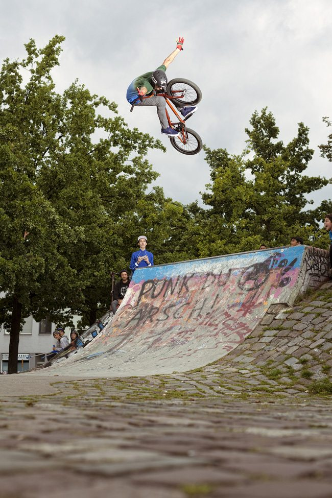 kenneth-tancre-tuck-no-hander-radio-bikes-bmx