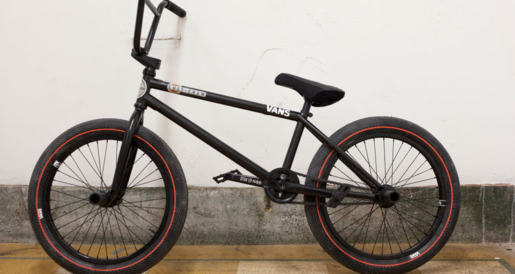 Ollie Shields On The Shadow Conspiracy + Bike Check