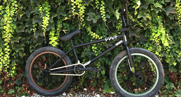 Cult – Dakota Roche Black Patina Bike Check