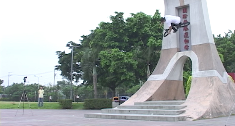 Kink BMX – Saturday Selects: VX In The Streets of Taiwan
