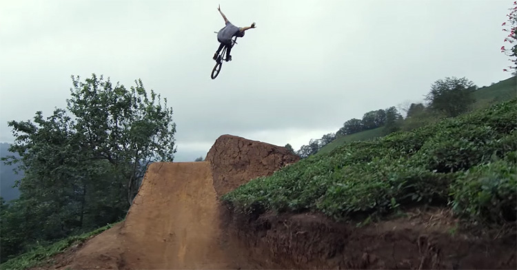 Red Bull - Sergio Layos & Arif Gül Ride A Turkish Tea Plantation