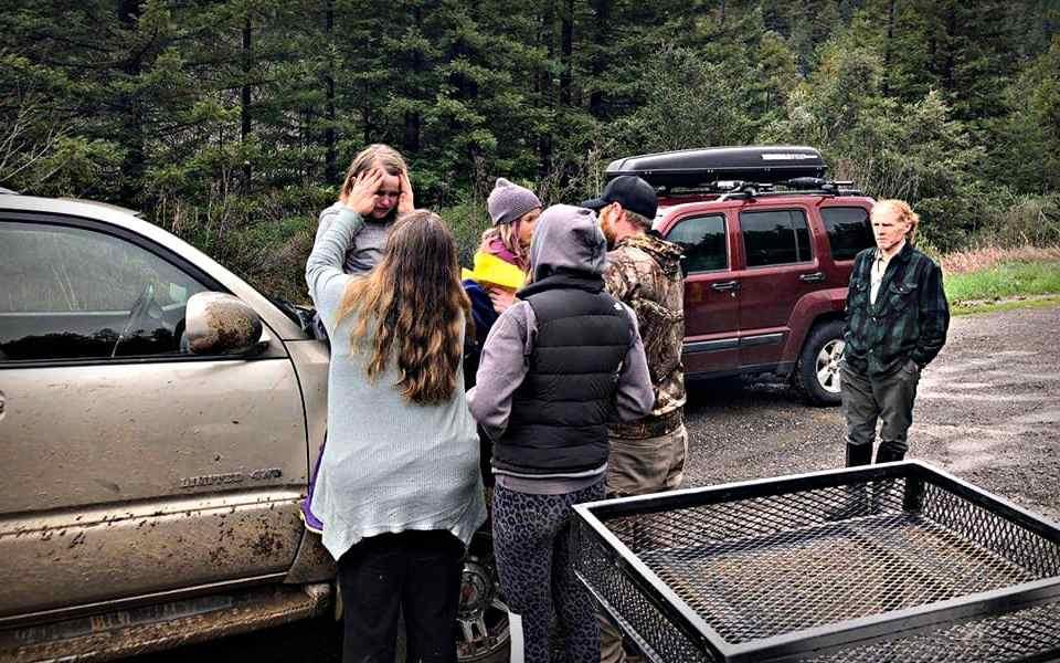 Две юных сестры потерялись в лесу. Остаться в живых им помогли навыки выживания в дикой природе - Last Day Club