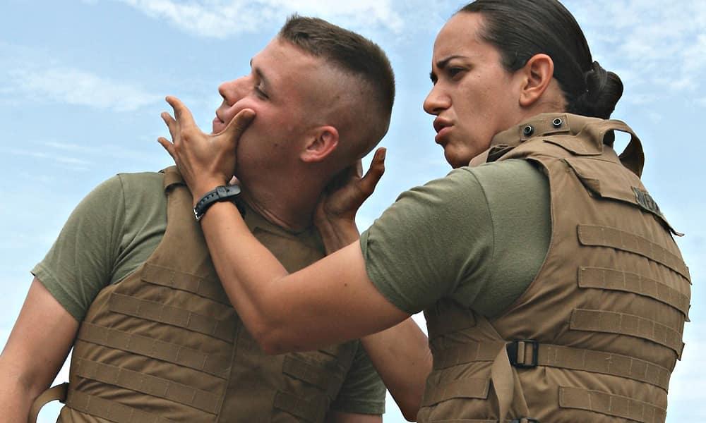 MCMAP - Программа боевых искусств корпуса морской пехоты США. Тренинг пятого уровня, демонстрация скручивания шеи противника.