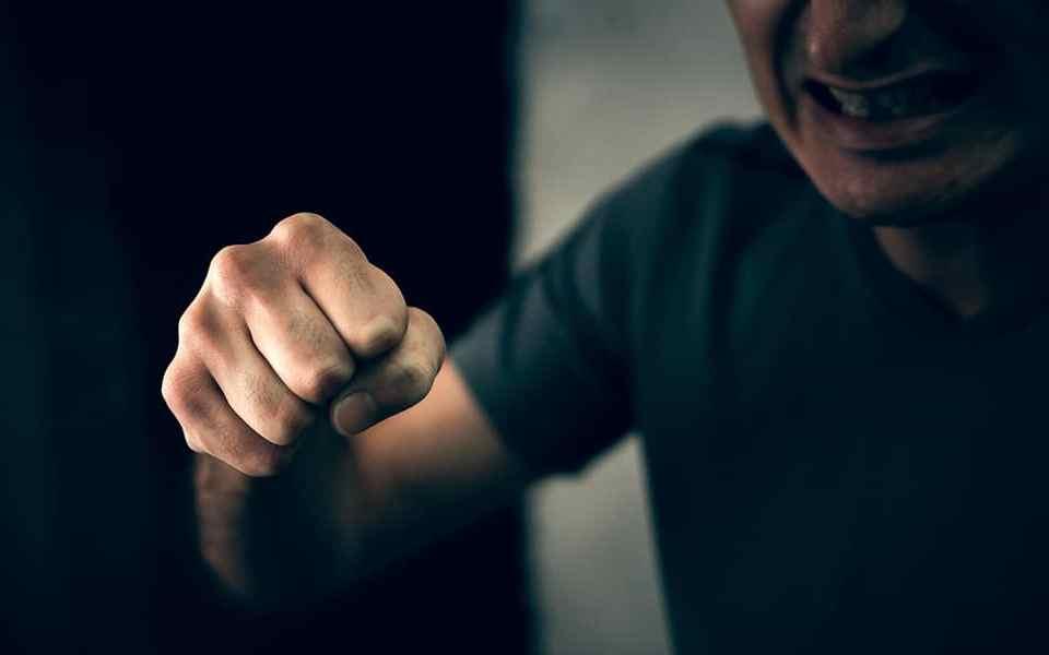 Самооборона на улице: Нужно ли добивать противника?