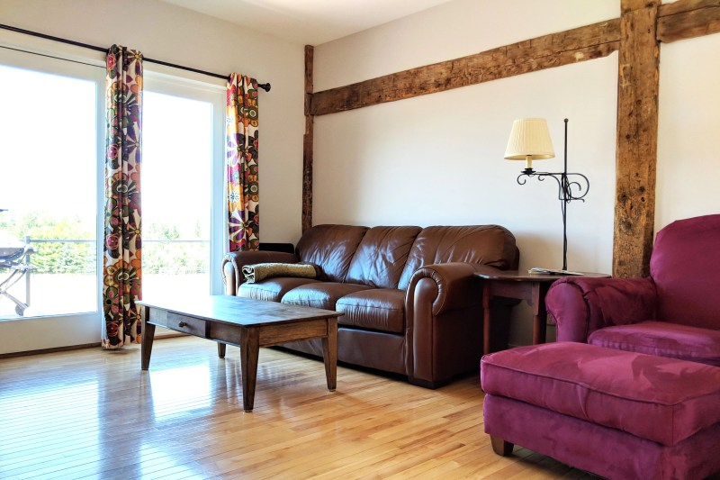 living room at the Cherry Valley Farm Airbnb