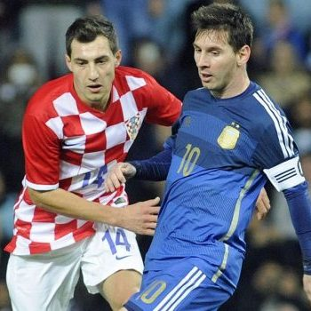 epa04487276 Argentina's Lionel Messi vies for the ball with Croatia's Mato Jajalo (L) during the international friendly soccer match between Argentina and Croatia at Upton Park, London, Britain, 12 November 2014. EPA/GERRY PENNY