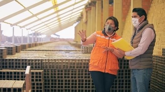 Lila Álvarez comanda una fábrica de ladrillos  y anima a las mujeres a emprender para crecer