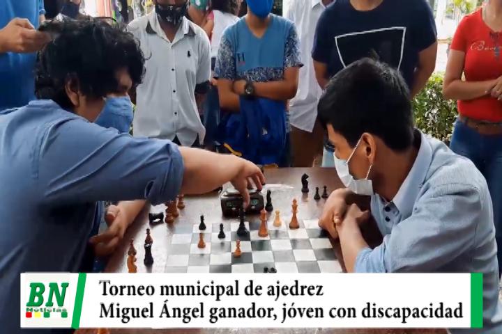 Miguel Ángel es el ganador del torneo municipal de ajedrez, pese a su discapacidad a logrado salir adelante