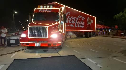 Coca-Cola cumple 100 años celebrando Navidad e invita a la Villa Navideña en el Cambódromo