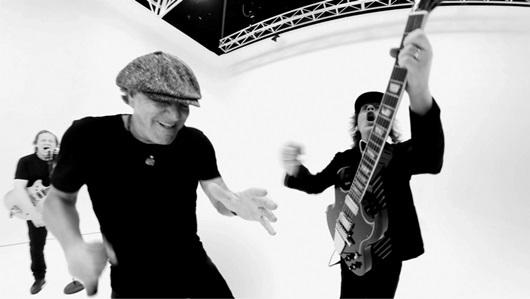 """AC/DC presenta """"Realice"""", su nuevo tema que presenta las escenas como un rompecabezas"""
