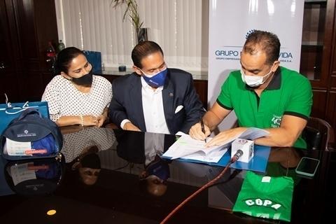 Nacional Seguros otorga 400 pólizas de seguro  a la Academia de Fútbol Tahuichi Aguilera