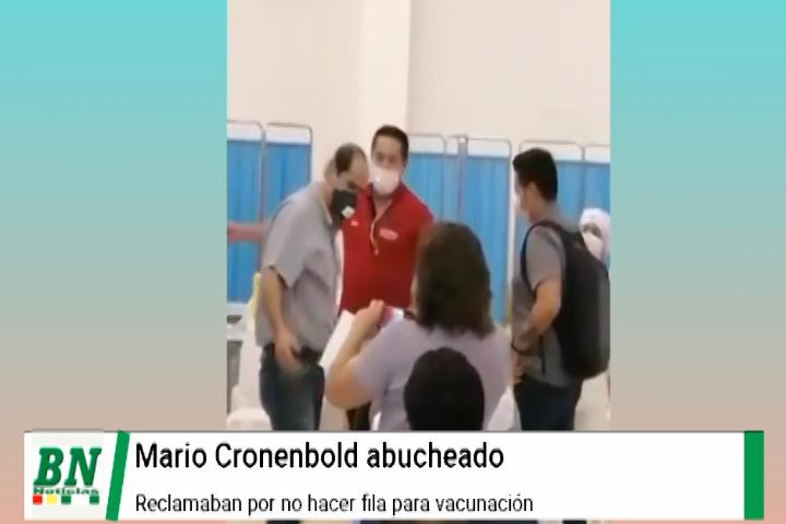 Mario Cronembold es abucheado cuando intentaba vacunarse contra el covid-19 y no hacer fila
