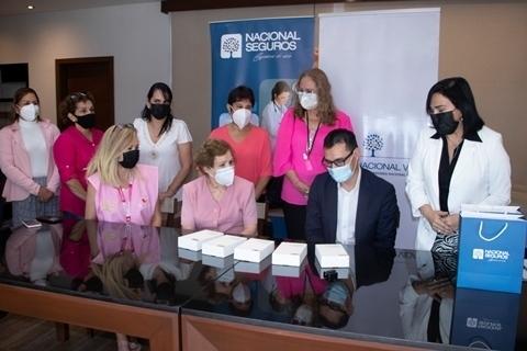 Nacional Seguros dona tablets ypólizas de seguro a DAVOSAN