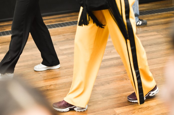 yellow-trouser-fashion-alte-nationalgallery-berlin-bnsphotography