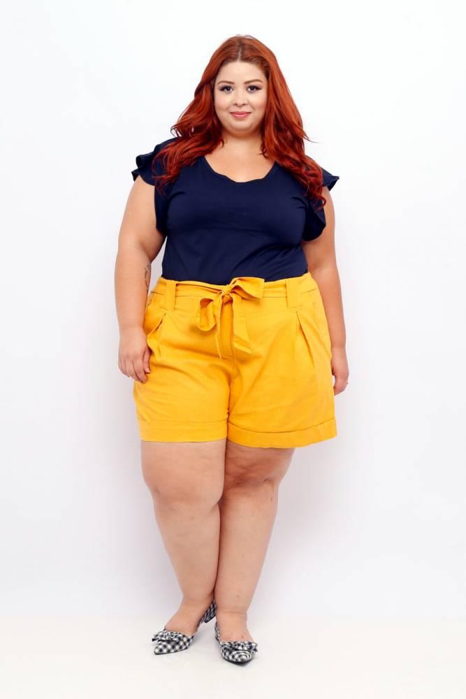 short amarelo plus size