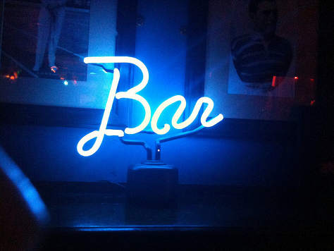 Neon sign: 'Bar'. (By Peter Sigrist.)