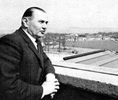 Dr Hermann Muender.