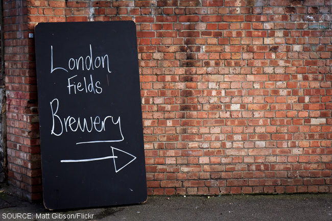 A sign points to London Fields Brewery.