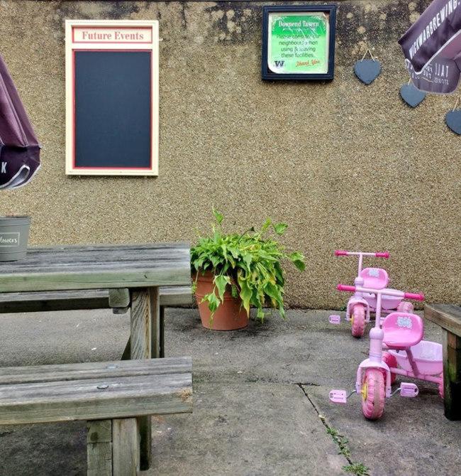 The yard at the Downend Tavern, Bristol.