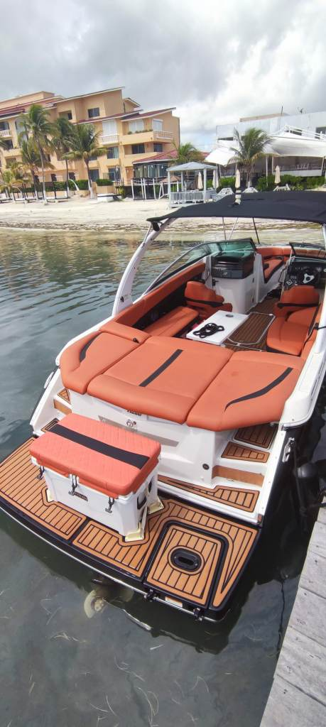 sport boat four winns to rent