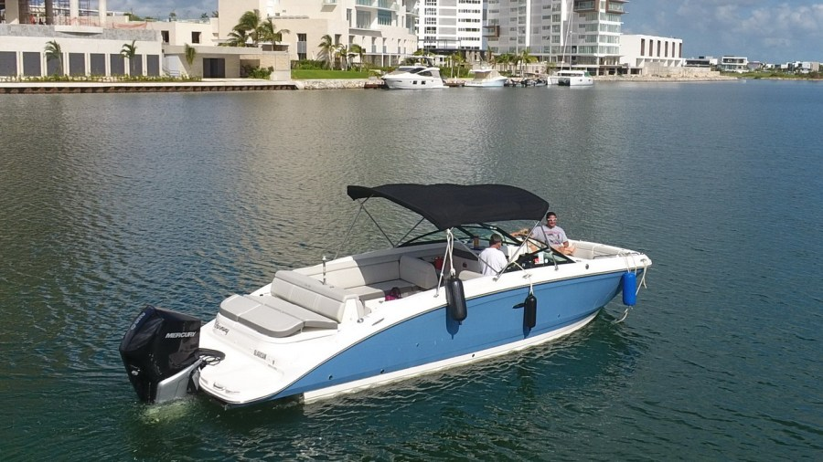 SeaRay Bowrider Speedboat
