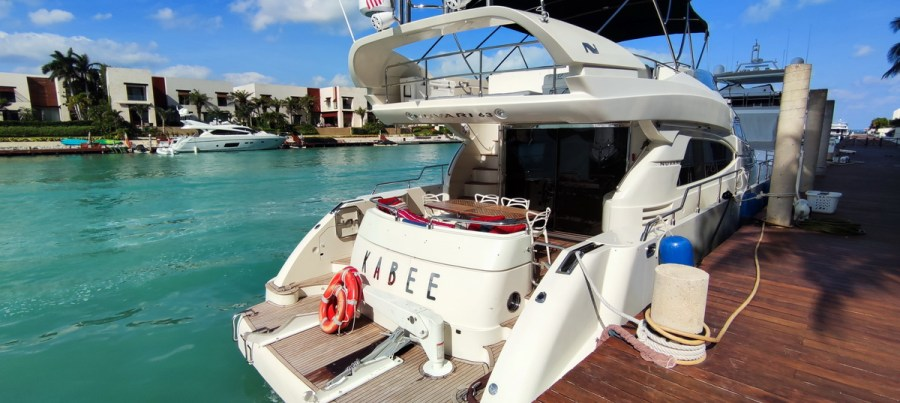 back of Nuvaris 60ft 61 62 63 64 65  yacht for rent in Cancun