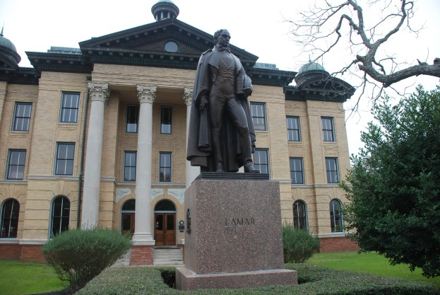 Mirabeau_Lamar_monument_and_Fort_Bend_County_Courthouse_Richmond_Texas_DSC_6366_ad