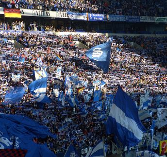 Schalke-04-orchi-Cc-by-sa-3.0-migrated
