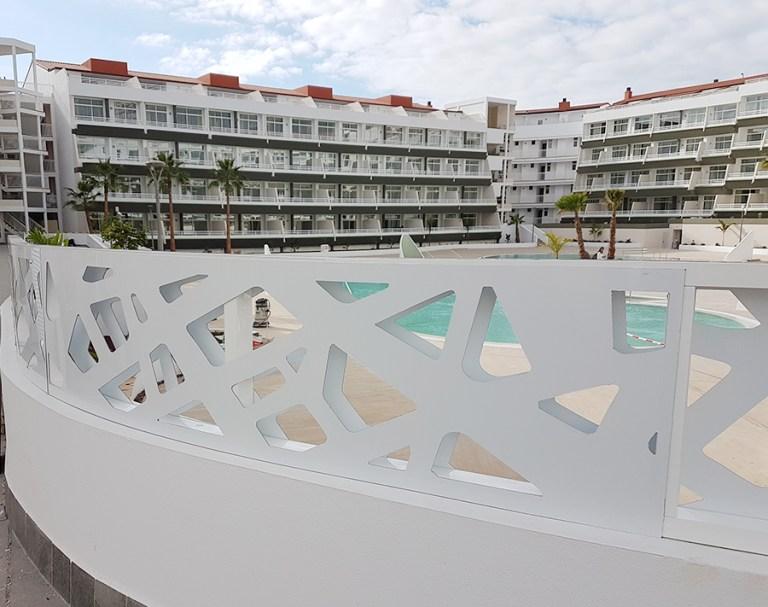 Hotel Gara Suite – Barandillas en composite aluminio ahuecado