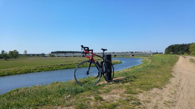Pierwszy długi wypad naszosie - wtle most kolejowy wSolcu nadWartą