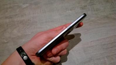 Samsung Galaxy S7 - wykoanie obudowy z boku