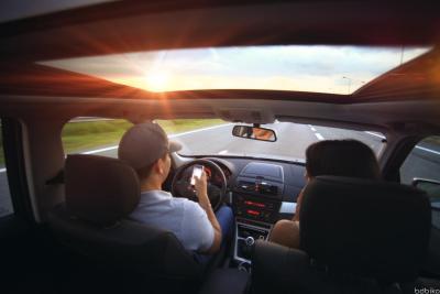 Kierowca ztelefonem przy uchu