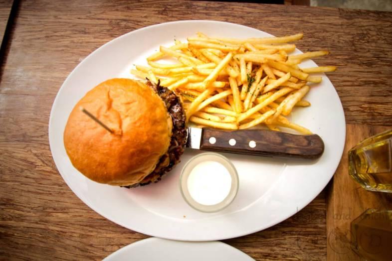 Burger-B-in-Hongdae-Caramalized-Onions