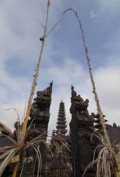 Split-Gates-with-Temple-through-it