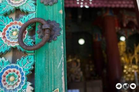 Door VS Golden Buddha