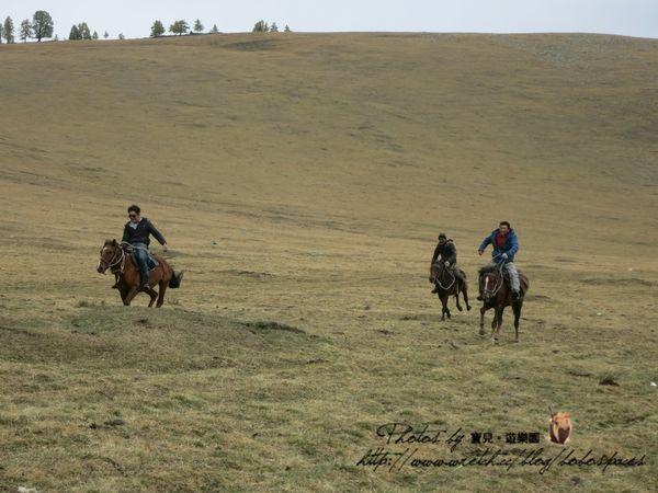【2014 中國新疆】Day9-2 小黑湖→大黑湖→喀納斯(下)。小型賽馬賽&初見喀納斯