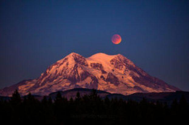 rainier-moon-eclipse